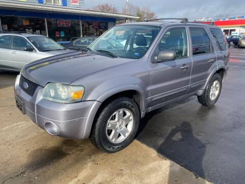 2007 Ford Escape for sale at Wise Investments Auto Sales in Sellersburg IN