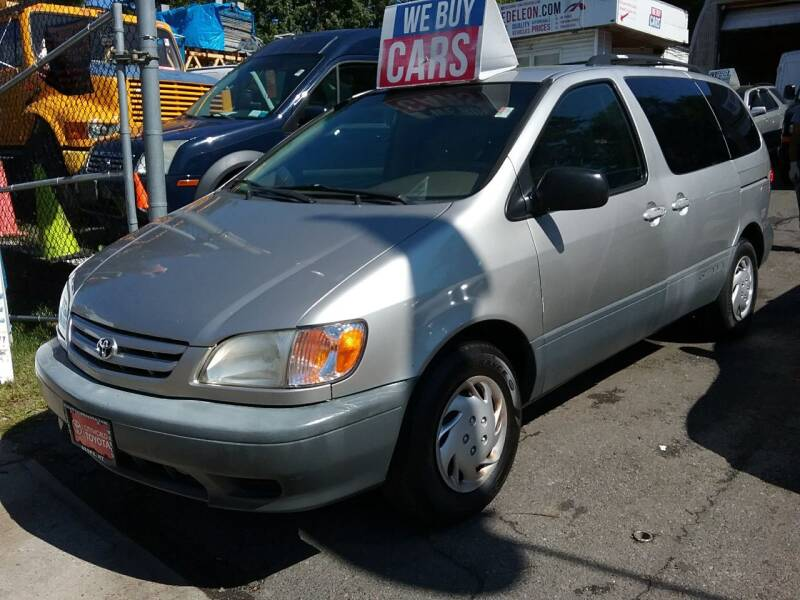 2002 Toyota Sienna for sale at Drive Deleon in Yonkers NY