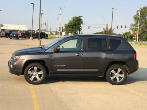2016 Jeep Compass for sale at LANDMARK OF TAYLORVILLE in Taylorville IL