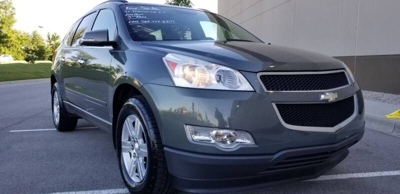 2011 Chevrolet Traverse for sale at Derby City Automotive in Louisville KY