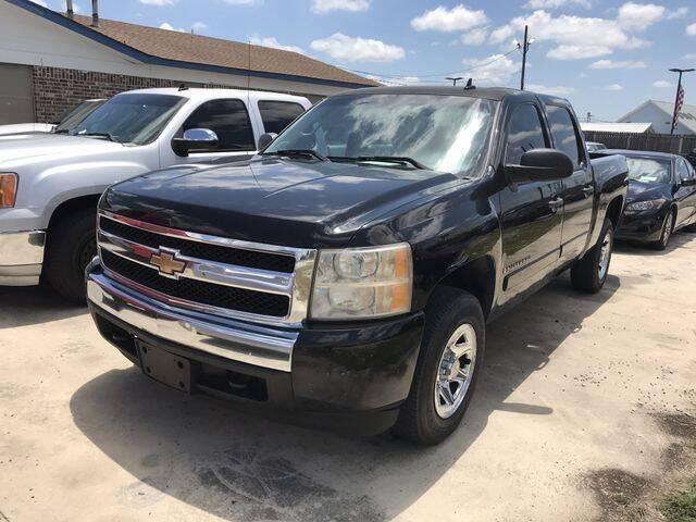 2007 Chevrolet Silverado 1500 for sale at RIVERCITYAUTOFINANCE.COM in New Braunfels TX