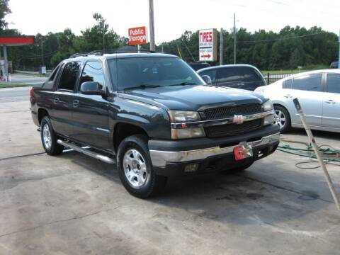 2004 Chevrolet Avalanche for sale at LAKE CITY AUTO SALES in Forest Park GA