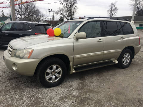 2002 Toyota Highlander for sale at Antique Motors in Plymouth IN