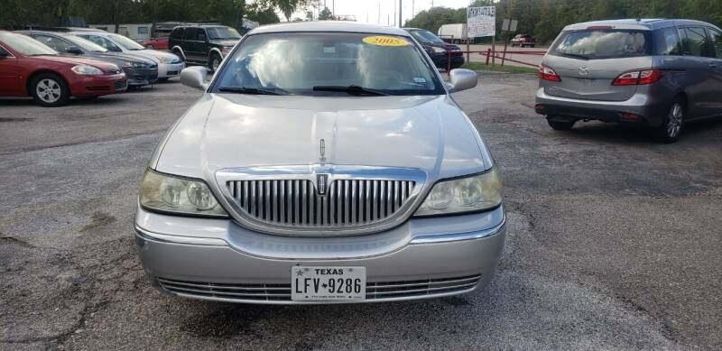 2005 Lincoln Town Car for sale at Anthony's Auto Sales of Texas, LLC in La Porte TX