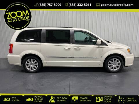 2013 Chrysler Town and Country for sale at ZoomAutoCredit.com in Elba NY