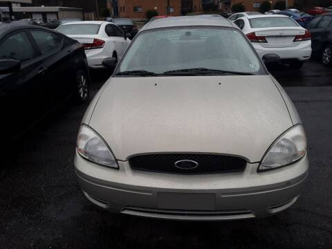 2005 Ford Taurus for sale at Auto Villa in Danville VA