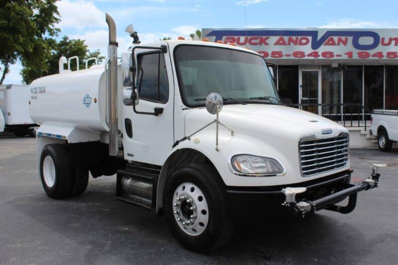 2009 Freightliner M2 106 for sale in Miami, FL