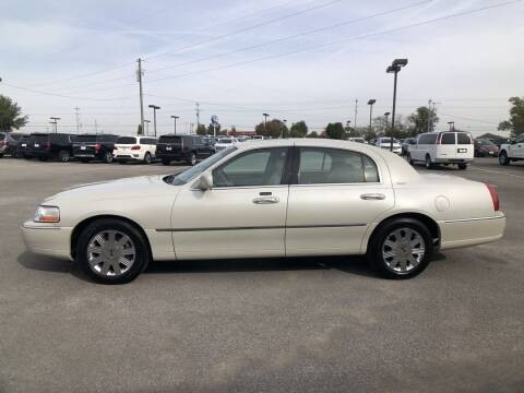 2004 Lincoln Town Car for sale at Team Hall at City Auto in Murfreesboro TN