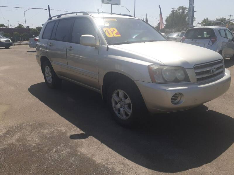 2002 Toyota Highlander for sale at COMMUNITY AUTO in Fresno CA