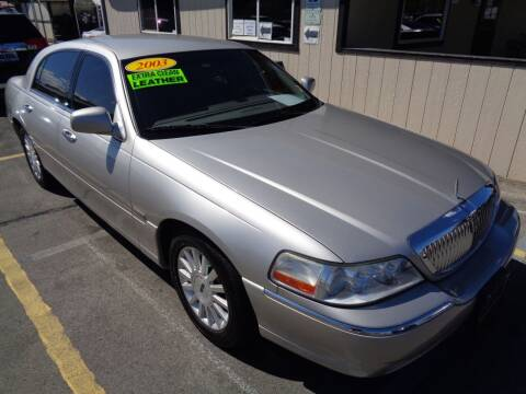 2003 Lincoln Town Car for sale at BBL Auto Sales in Yakima WA