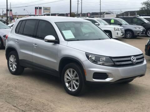 2017 Volkswagen Tiguan for sale at Discount Auto Company in Houston TX