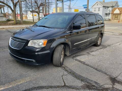 2013 Chrysler Town and Country for sale at USA AUTO WHOLESALE LLC in Cleveland OH