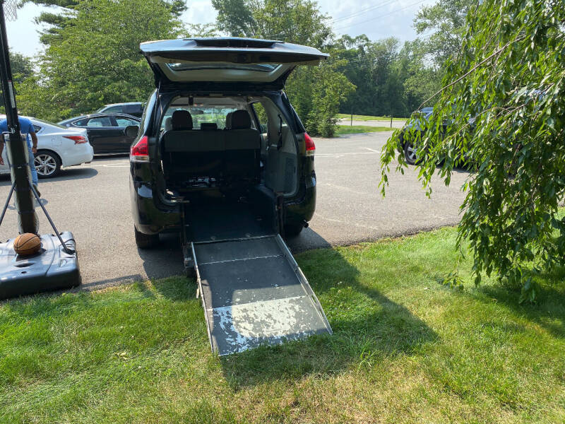 2014 Toyota Sienna for sale at BT Mobility LLC in Wrightstown NJ