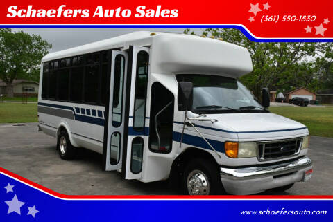 2004 Ford E-Series Chassis for sale at Schaefers Auto Sales in Victoria TX