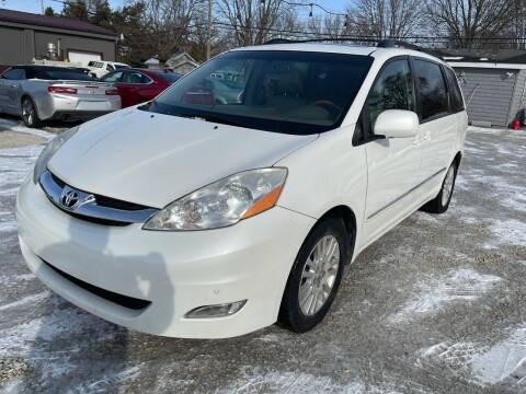 2009 Toyota Sienna for sale at Davidson Auto Deals in Syracuse IN