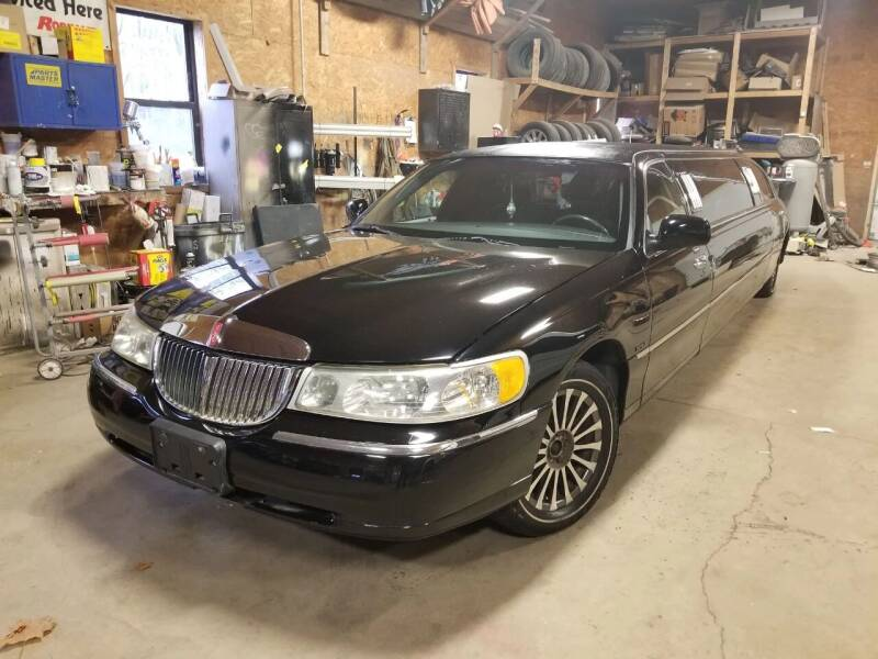 2002 Lincoln Town Car for sale at Mancuso Country Auto in Batavia NY