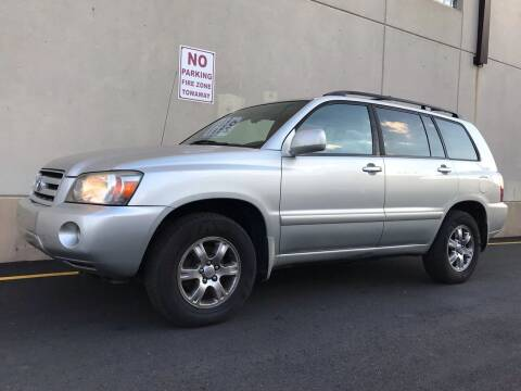 2004 Toyota Highlander for sale at International Auto Sales in Hasbrouck Heights NJ