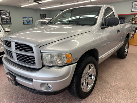 2004 Dodge Ram Pickup 1500 for sale at PETE'S AUTO SALES - Middletown in Middletown OH
