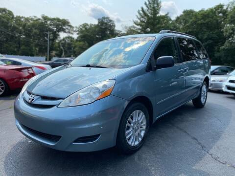 2008 Toyota Sienna for sale at SOUTH SHORE AUTO GALLERY, INC. in Abington MA