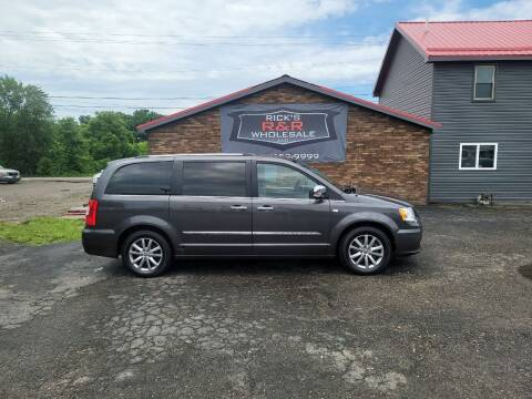 2014 Chrysler Town and Country for sale at Rick's R & R Wholesale, LLC in Lancaster OH