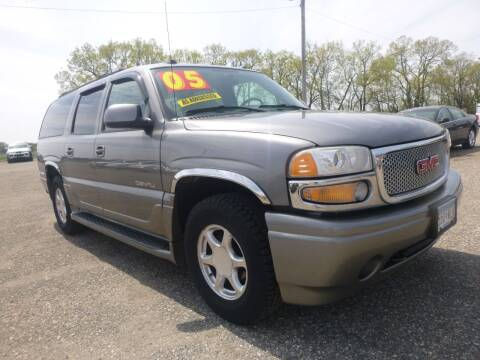 2005 GMC Yukon XL for sale at Country Side Car Sales in Elk River MN