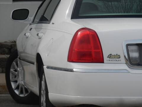 2006 Lincoln Town Car for sale at Moto Zone Inc in Melrose Park IL