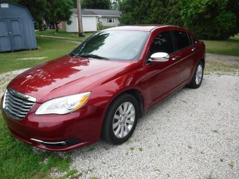 2013 Chrysler 200 for sale at Dave's Car Corner in Hartford City IN