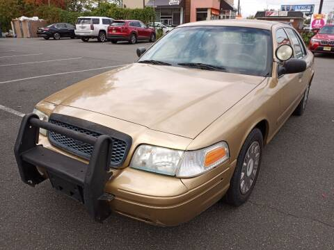 2004 Ford Crown Victoria for sale at MAGIC AUTO SALES in Little Ferry NJ