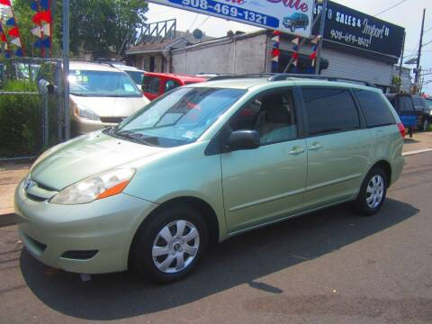 2008 Toyota Sienna for sale at Cali Auto Sales Inc. in Elizabeth NJ