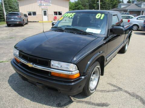 2001 Chevrolet S-10 for sale at Richfield Car Co in Hubertus WI