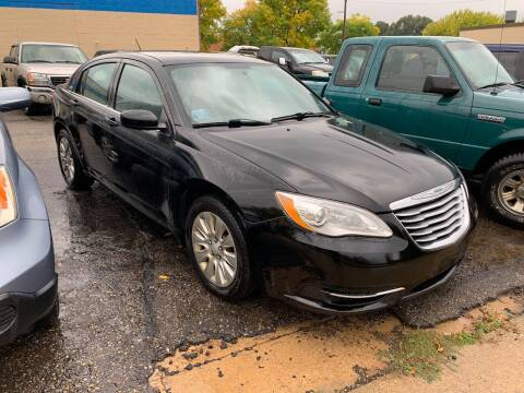 2014 Chrysler 200 for sale at BEAR CREEK AUTO SALES in Rochester MN