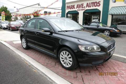 2005 Volvo S40 for sale at PARK AVENUE AUTOS in Collingswood NJ