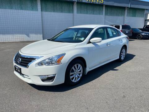 2014 Nissan Altima for sale at Vista Auto Sales in Lakewood WA