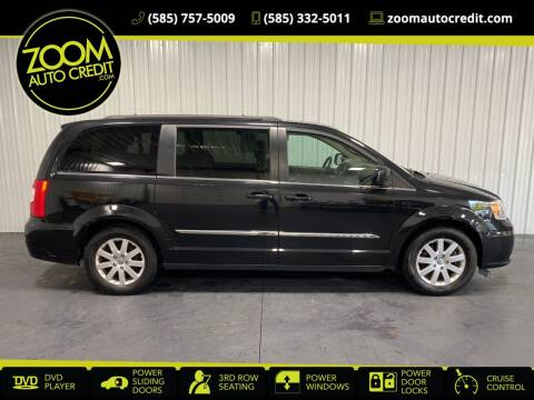 2015 Chrysler Town and Country for sale at ZoomAutoCredit.com in Elba NY