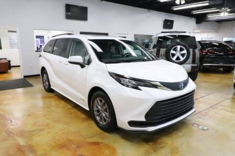 2021 Toyota Sienna for sale at RPT SALES & LEASING in Orlando FL