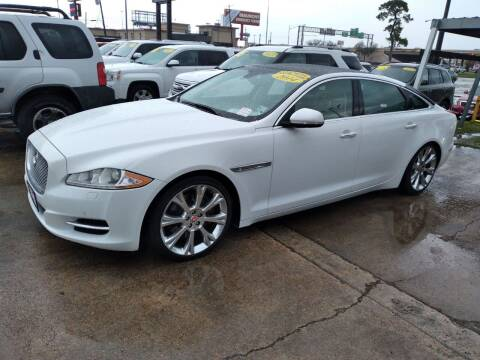 2014 Jaguar XJL for sale at Taylor Trading Co in Beaumont TX
