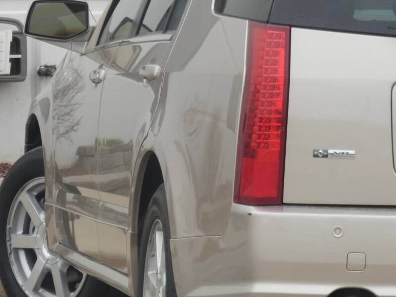 2005 Cadillac SRX for sale at Moto Zone Inc in Melrose Park IL