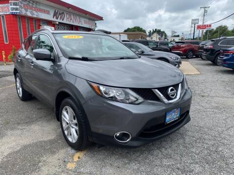 2018 Nissan Rogue Sport for sale at AUTORAMA SALES INC. in Farmingdale NY