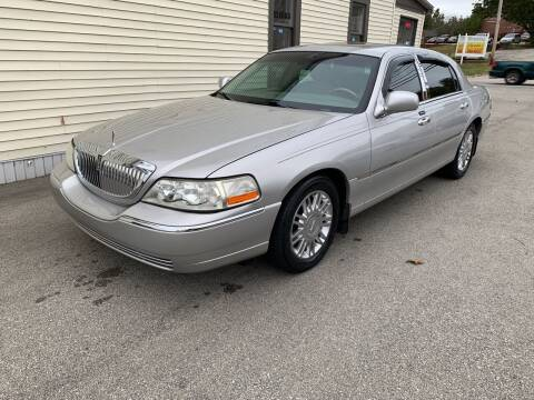2004 Lincoln Town Car for sale at Just Car Deals in Louisville KY