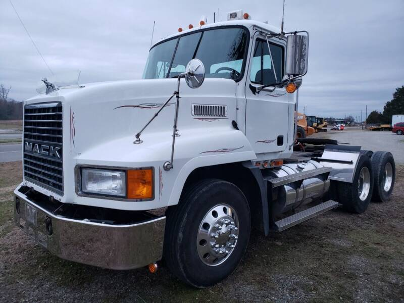 2002 Mack CH613 for sale at Vehicle Network - Down Home Truck and Equipment in Warsaw VA