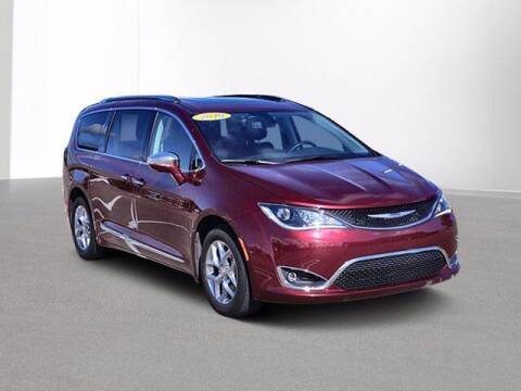2019 Chrysler Pacifica for sale at Jimmys Car Deals at Feldman Chevrolet of Livonia in Livonia MI
