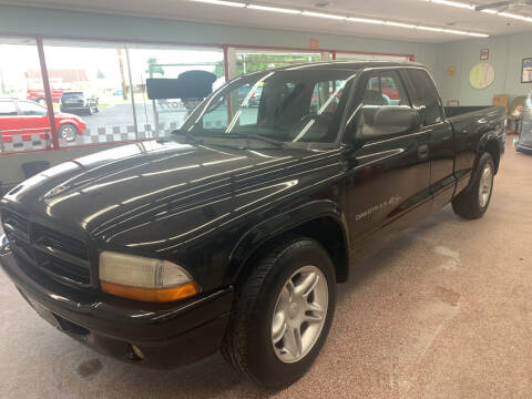 2001 Dodge Dakota for sale at PETE'S AUTO SALES LLC - Middletown in Middletown OH