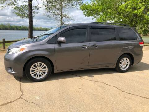 2013 Toyota Sienna for sale at Monroe Auto's, LLC in Parsons TN