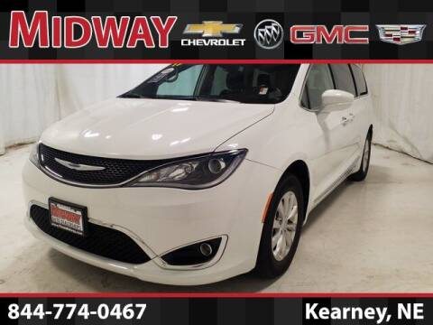 2019 Chrysler Pacifica for sale at Midway Auto Outlet in Kearney NE