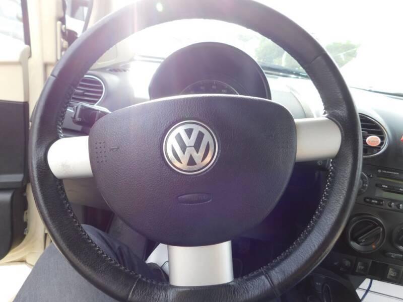 2006 Volkswagen New Beetle 2.5 2dr Coupe w/Automatic - San Antonio TX