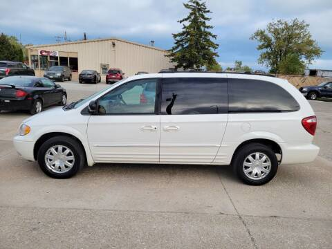 2004 Chrysler Town and Country for sale at Chuck's Sheridan Auto in Mount Pleasant WI