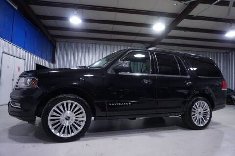 2015 Lincoln Navigator for sale at SOUTHWEST AUTO CENTER INC in Houston TX