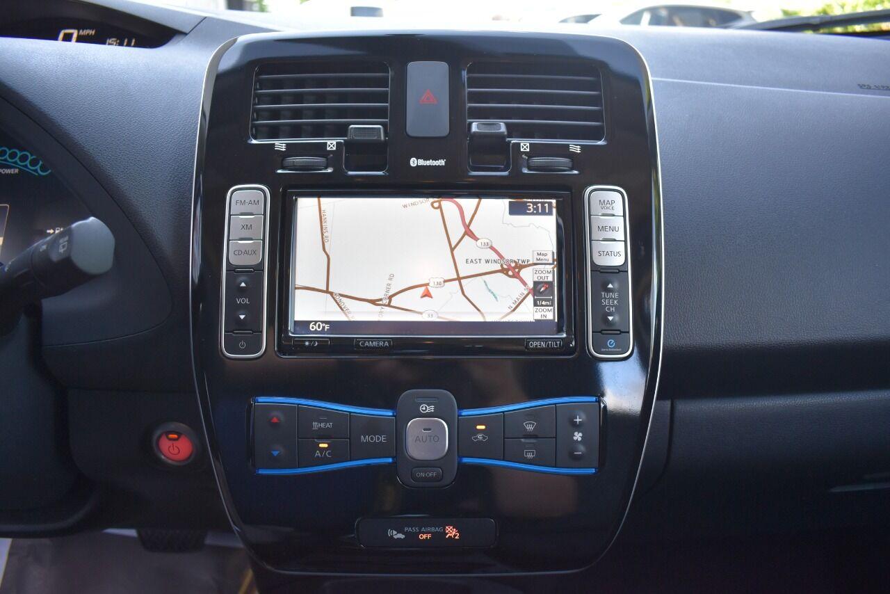 2015 Nissan LEAF SV 4dr Hatchback full
