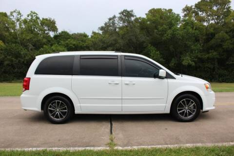 2017 Dodge Grand Caravan for sale at Clear Lake Auto World in League City TX