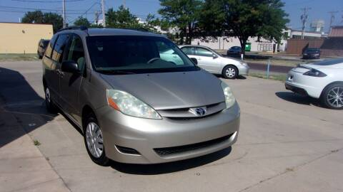 2006 Toyota Sienna for sale at Discount Motor Sales LLC in Wichita KS